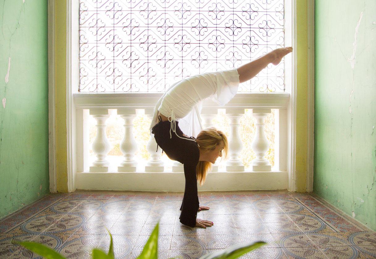 andara-stars-yoga-wear-kino-macgregor