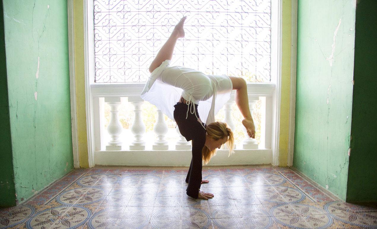 andara-stars-yoga-clothes-kino-macgregor